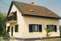 Üdvözöljük Balatonkeresztúron a Györe vendégházban! A Balaton partjától 800 méterre, csendes, nyugodt környezetben várjuk a pihenni és kikapcsolódni vágyó kedves vendégeinket. A házban egy külön bejáratú apartman áll az Önök rendelkezésére.