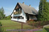 Önálló nyaralóházunk a Balaton déli partján Balatonfenyvesen található, 300 m-re a strandtól.