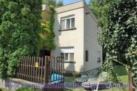 A Balaton északi partján Balatonkenesén, a Balatontól 150 m-re csendes, nyugodt környezetben lévő önálló nyaralóház max 8 fő részére kiadó. Ideális családok és baráti társaságok számára.