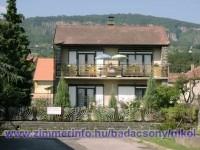 Töltse szabadságát Badacsonytomajon 100 m-re a Balatontól! A házban egy külön bejáratú apartman áll az Önök rendelkezésére.