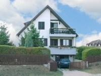 Balatonalmádiban szép kilátással 2 szintes családi ház kiadó.
