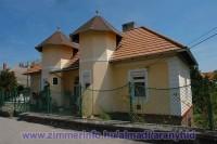 A Balaton északi partján, Balatonalmádi központjában a Balatontól 250 m-re, egy külön bejáratú apartman kiadó.