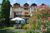 A Virág vendégház Csopak csendes, nyugodt környezetében található, ahol családias, vendégszerető légkör várja az idelátogató vendégeket.