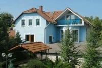 A Balaton északi partján, Balatonfüred üdülőövezetében az Eszterházy strandtól és a Tagóre sétánytól 500 m-re szobák kiadók!