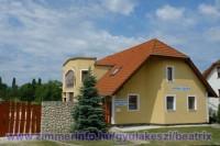 Balatonhoz közel, Gyulakesziben exkluzív, önálló nyaralóház igényesen berendezve max. 10 fő részére kiadó.